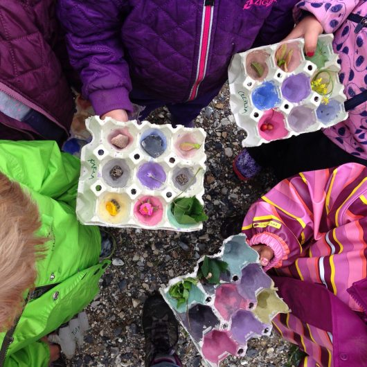 UdeUnger, farveleg, malede æggebakker